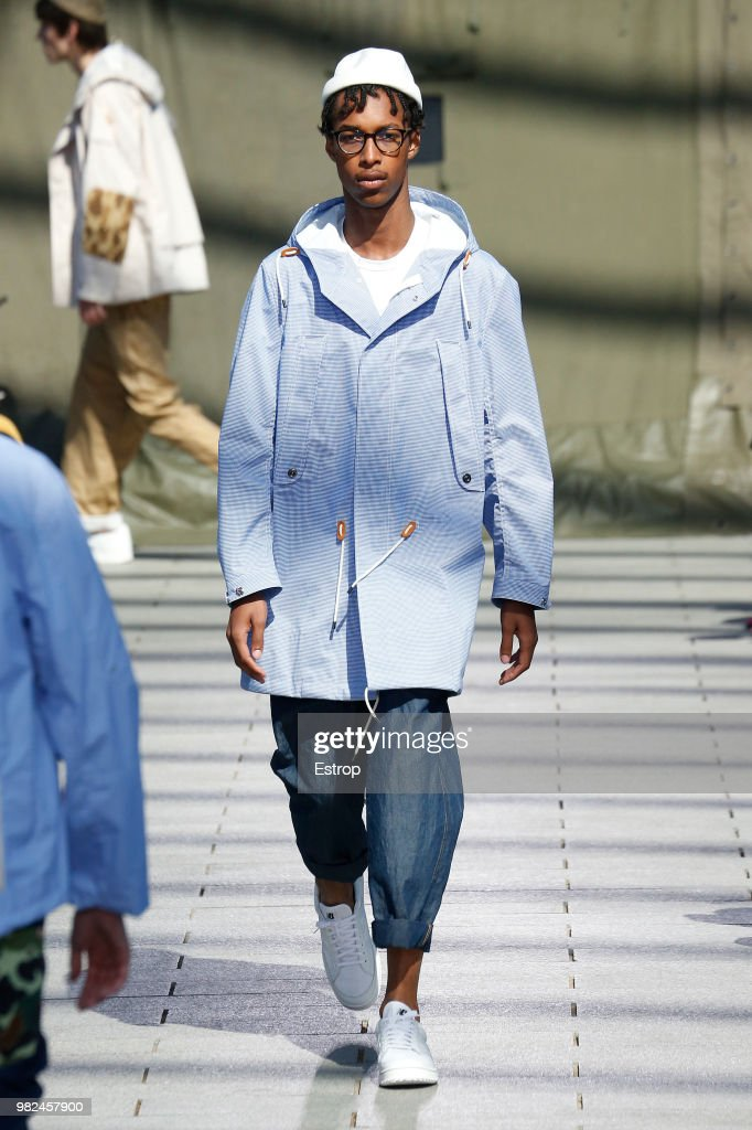 Junya Watanabe Man: Runway - Paris Fashion Week - Menswear Spring/Summer 2019 : Nachrichtenfoto