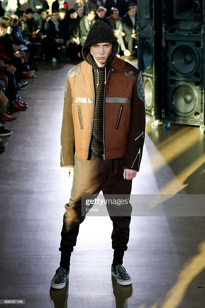 Junya Watanabe Man: Runway - Paris Fashion Week - Menswear F/W 2017-2018 : News Photo