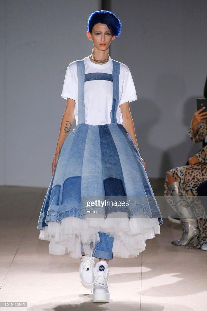 Junya Watanabe : Runway - Paris Fashion Week Womenswear Spring/Summer 2019 : ニュース写真