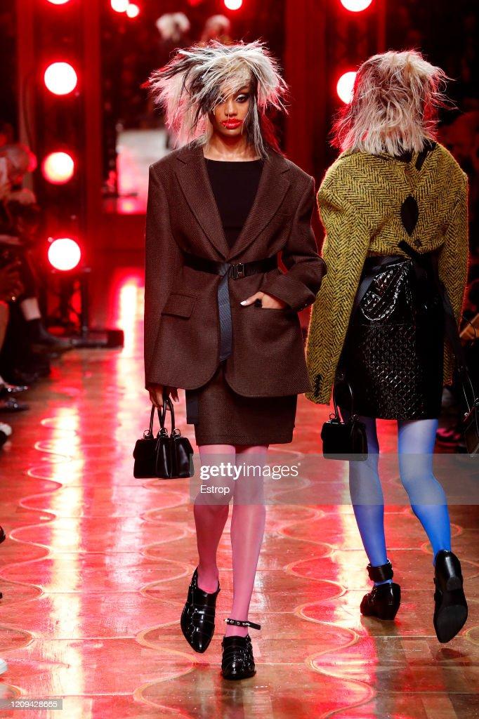 Junya Watanabe : Runway - Paris Fashion Week Womenswear Fall/Winter 2020/2021 : News Photo