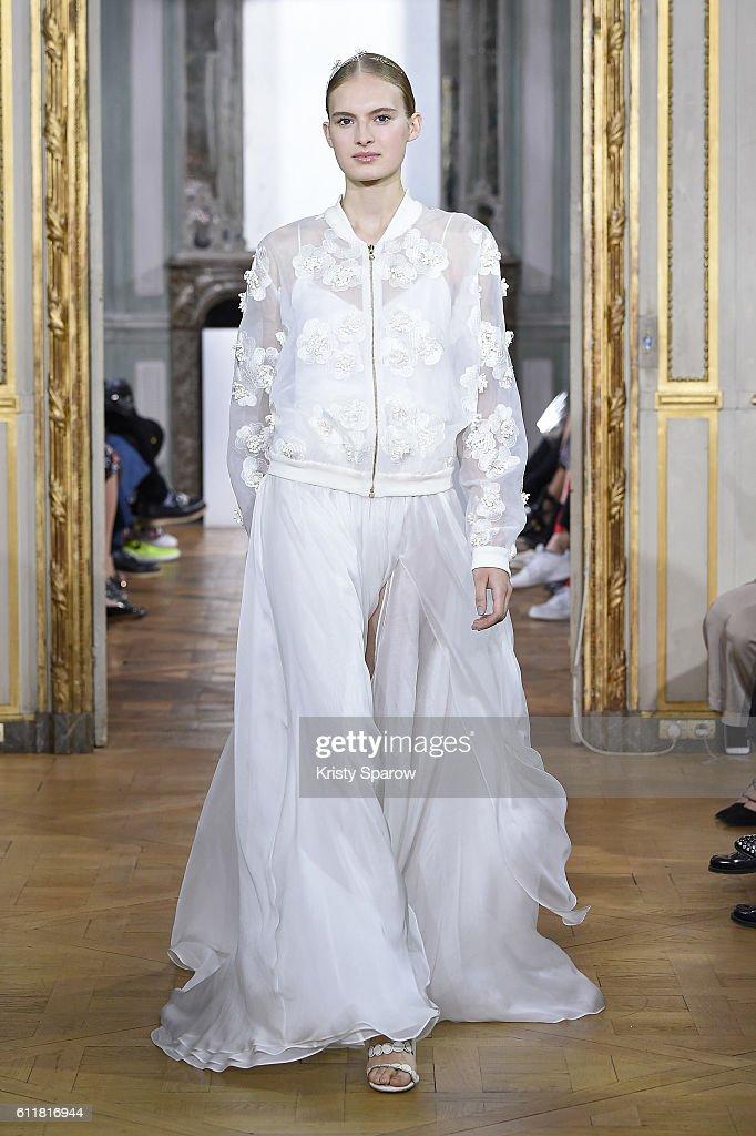 Kaviar Gauche : Runway - Paris Fashion Week Womenswear Spring/Summer 2017 : News Photo