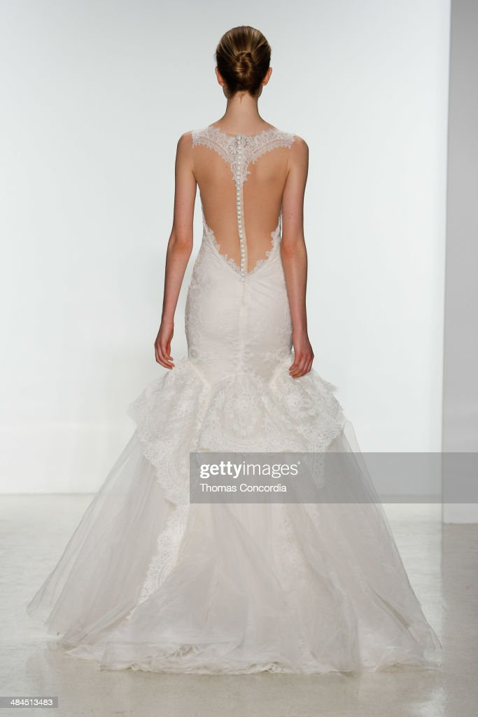 Spring 2015 Bridal Collection - Kenneth Pool - Show : News Photo