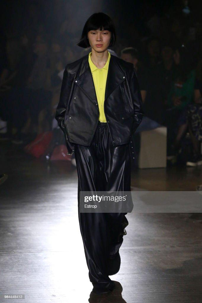 Kenzo: Runway - Paris Fashion Week - Menswear Spring/Summer 2019 : ニュース写真