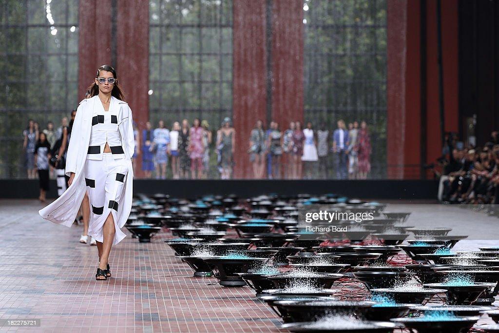 Kenzo : Runway - Paris Fashion Week Womenswear  Spring/Summer 2014 : News Photo