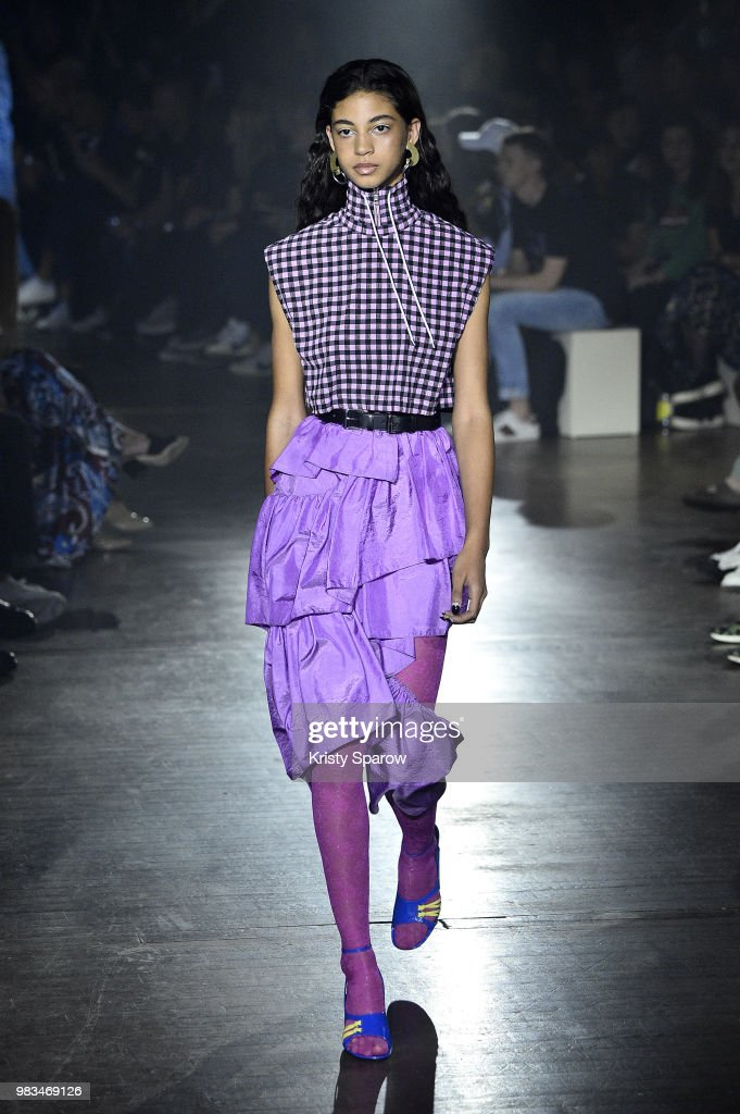 Kenzo: Runway - Paris Fashion Week - Menswear Spring/Summer 2019 : News Photo