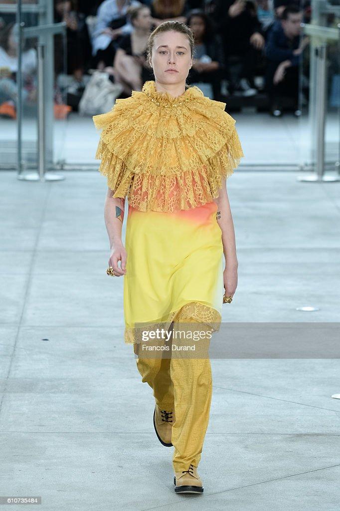 Koche : Runway - Paris Fashion Week Womenswear Spring/Summer 2017 : News Photo