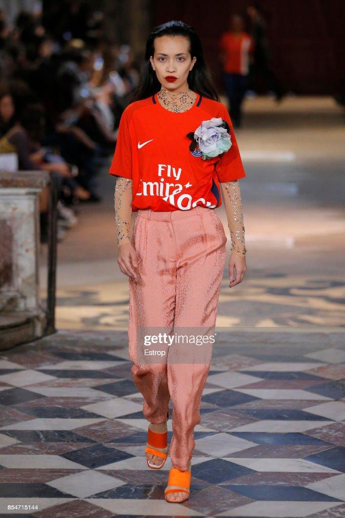 Koche : Runway - Paris Fashion Week Womenswear Spring/Summer 2018 : ニュース写真