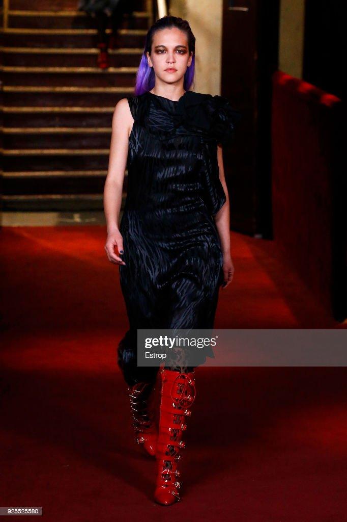 Koche : Runway - Paris Fashion Week Womenswear Fall/Winter 2018/2019 : ニュース写真