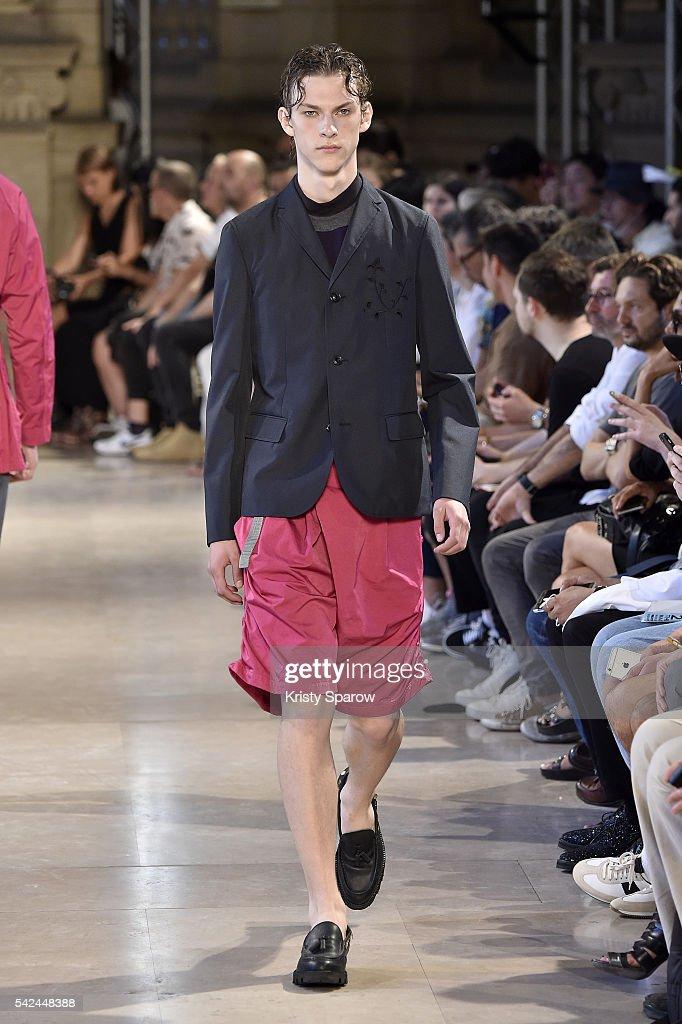Kolor : Runway - Paris Fashion Week - Menswear Spring/Summer 2017 : Nyhetsfoto