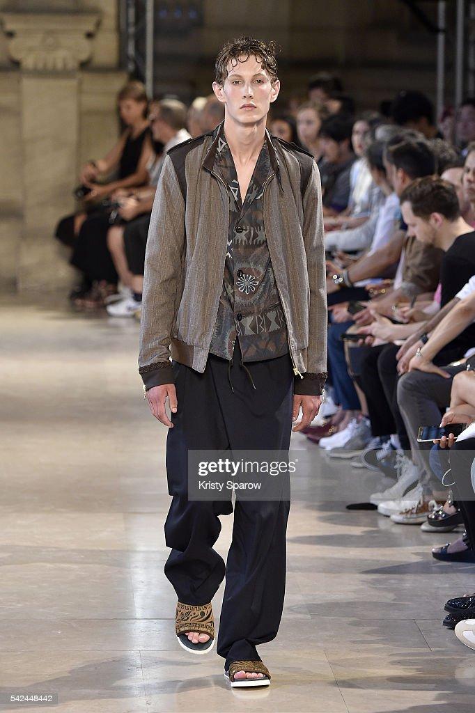 Kolor : Runway - Paris Fashion Week - Menswear Spring/Summer 2017 : News Photo