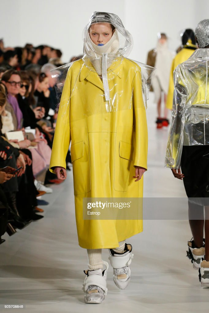 Maison Margiela : Runway - Paris Fashion Week Womenswear Fall/Winter 2018/2019 : ニュース写真