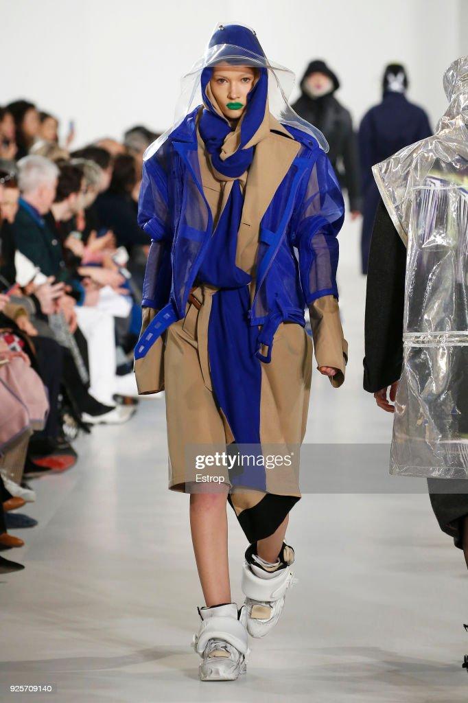 Maison Margiela : Runway - Paris Fashion Week Womenswear Fall/Winter 2018/2019 : ニュース写真