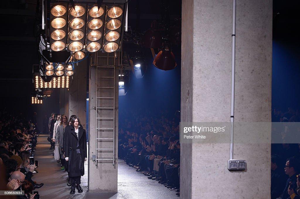 Lanvin : Runway - Paris Fashion Week - Menswear F/W 2016-2017 : News Photo