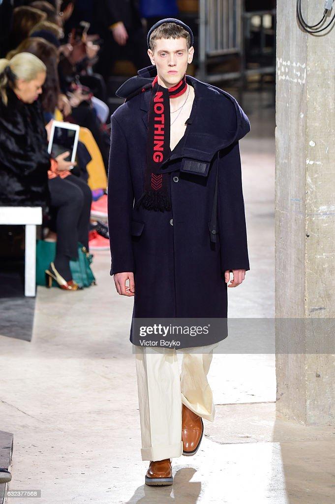 Lanvin: Runway - Paris Fashion Week - Menswear F/W 2017-2018 : News Photo