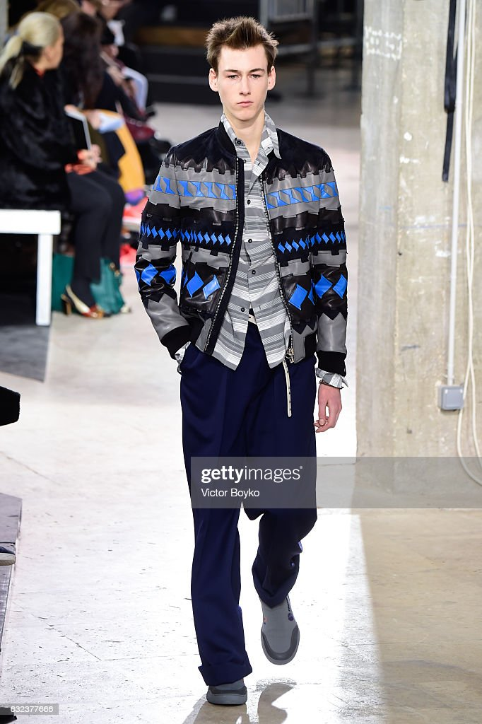 Lanvin: Runway - Paris Fashion Week - Menswear F/W 2017-2018 : News Photo
