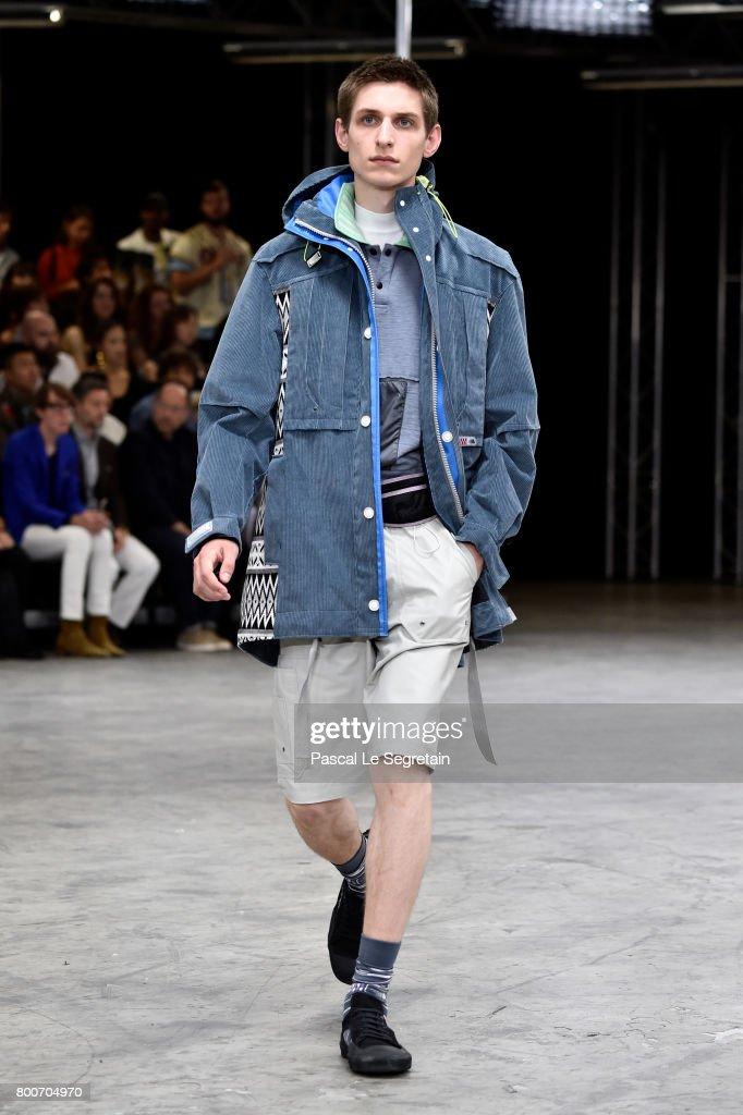 Lanvin : Runway - Paris Fashion Week - Menswear Spring/Summer 2018 : Fotografia de notícias