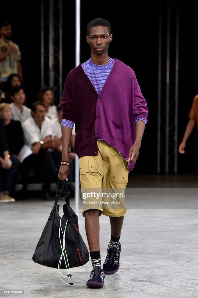 Lanvin : Runway - Paris Fashion Week - Menswear Spring/Summer 2018 : News Photo