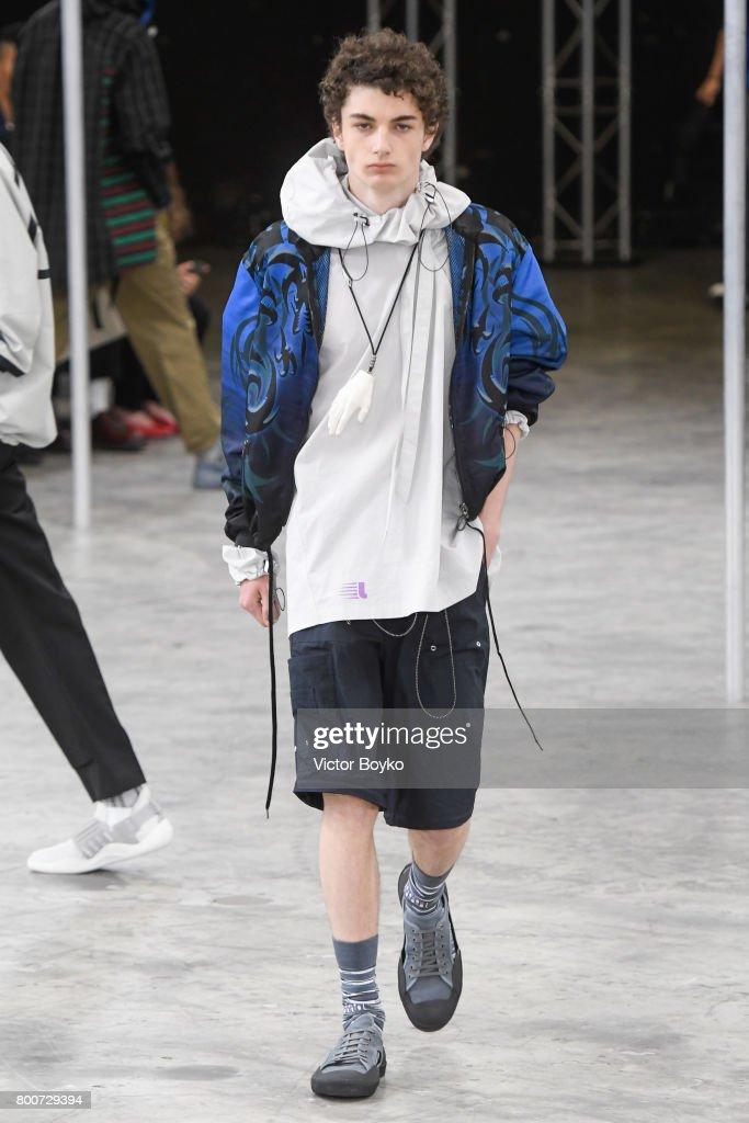 Lanvin : Runway - Paris Fashion Week - Menswear Spring/Summer 2018 : ニュース写真