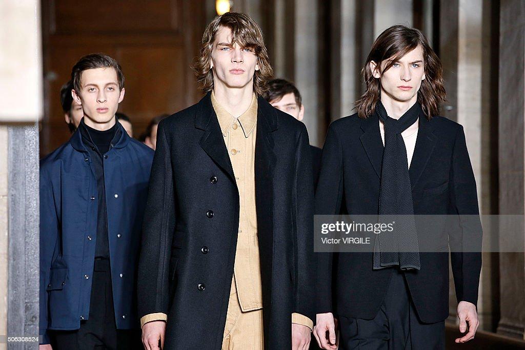 Lemaire : Runway - Paris Fashion Week - Menswear F/W 2016-2017 : News Photo