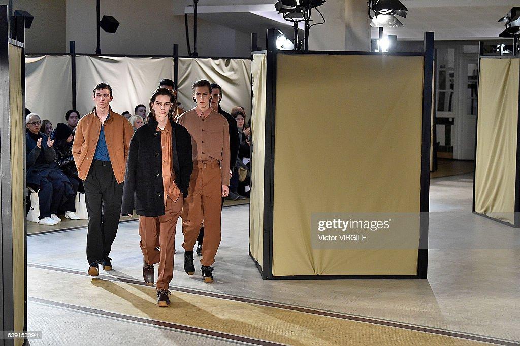 Lemaire : Runway - Paris Fashion Week - Menswear F/W 2017-2018 : News Photo