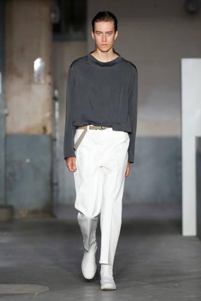 906aabf5a753 FRA  Lemaire   Runway - Paris Fashion Week - Menswear Spring Summer 2018