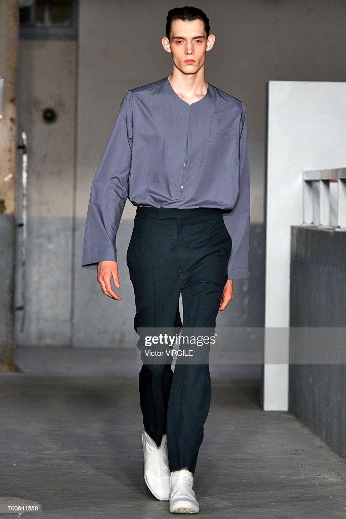 Lemaire : Runway - Paris Fashion Week - Menswear Spring/Summer 2018 : ニュース写真