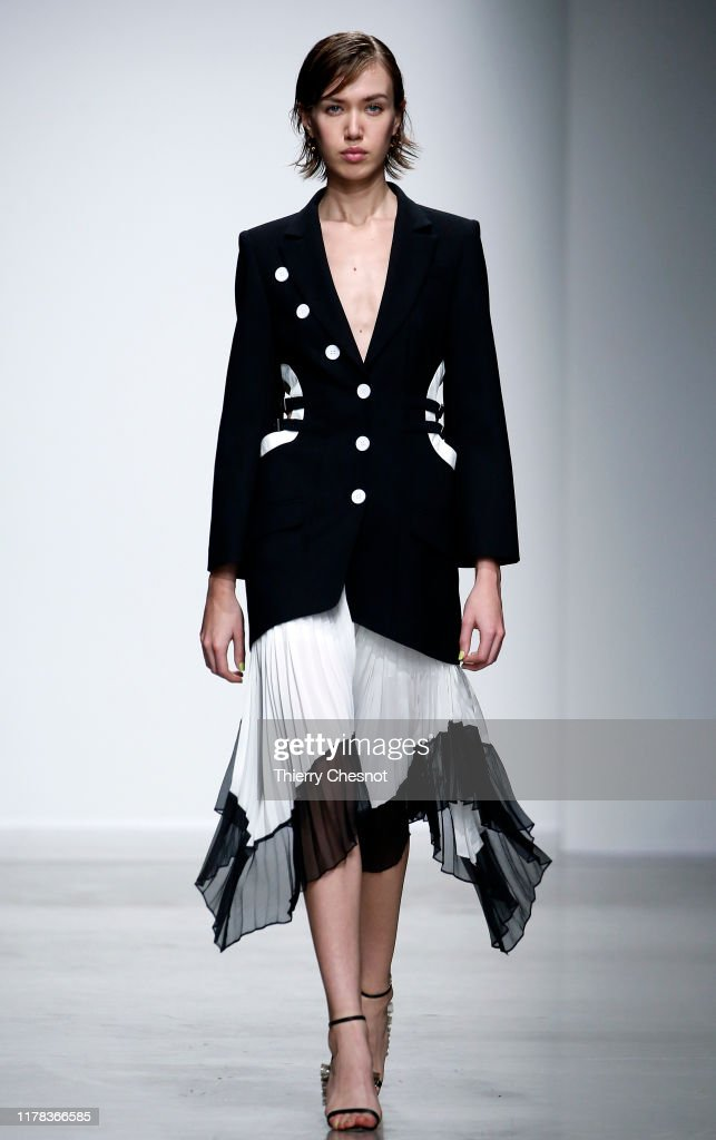 Liu Chao : Runway - Paris Fashion Week - Womenswear Spring Summer 2020 : News Photo