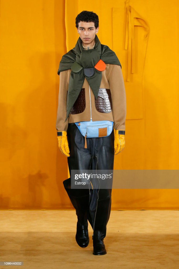 Loewe : Runway - Paris Fashion Week - Menswear F/W 2019-2020 : ニュース写真