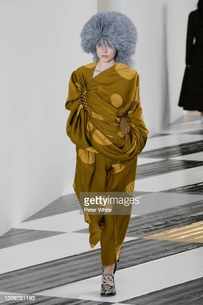 Model walks the runway during the Loewe show as part of the Paris Fashion Week Womenswear Fall/Winter 2020/2021 on February 28, 2020 in Paris, France.
