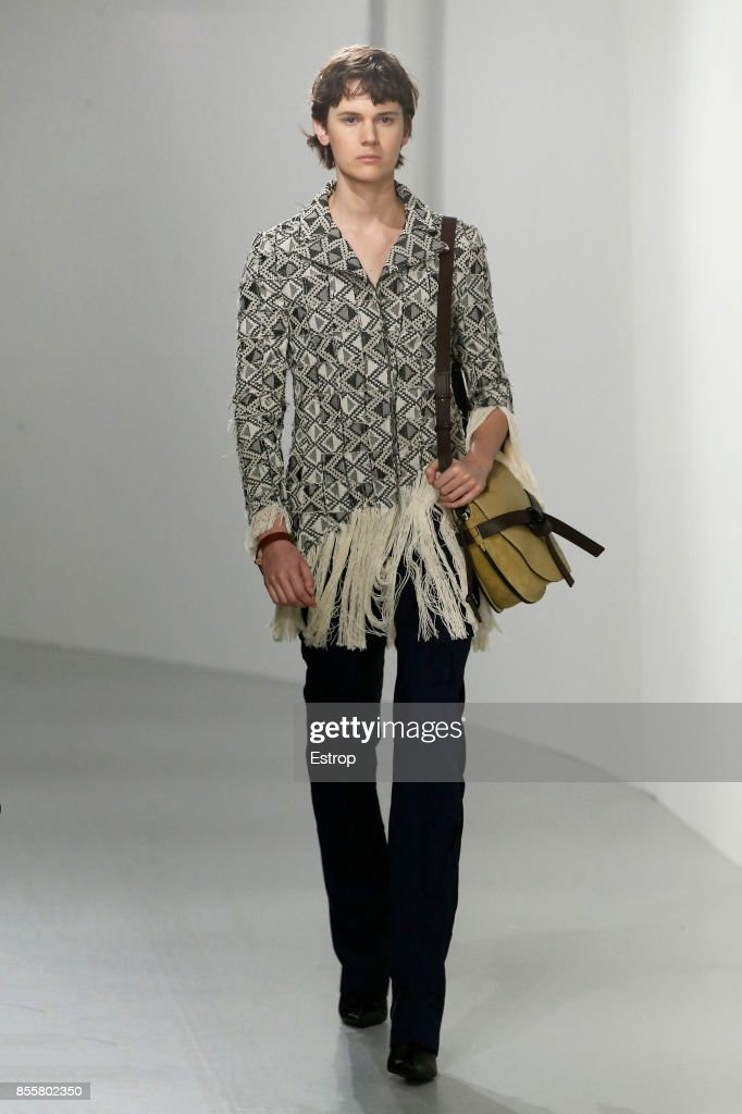 Loewe : Runway - Paris  Fashion Week Womenswear Spring/Summer 2018 : ニュース写真