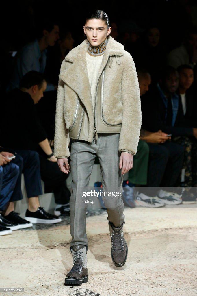 Louis Vuitton : Runway - Paris Fashion Week - Menswear F/W 2018-2019 : Nachrichtenfoto