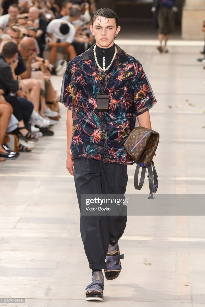 Louis Vuitton : Runway - Paris Fashion Week - Menswear Spring/Summer 2018 : ニュース写真