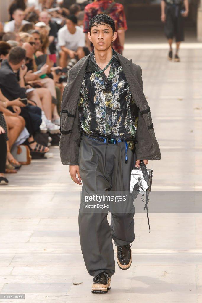 Louis Vuitton : Runway - Paris Fashion Week - Menswear Spring/Summer 2018 : ニュース写真