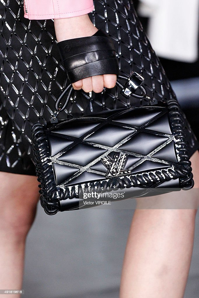 Louis Vuitton : Runway - Paris Fashion Week Womenswear Spring/Summer 2016 : News Photo