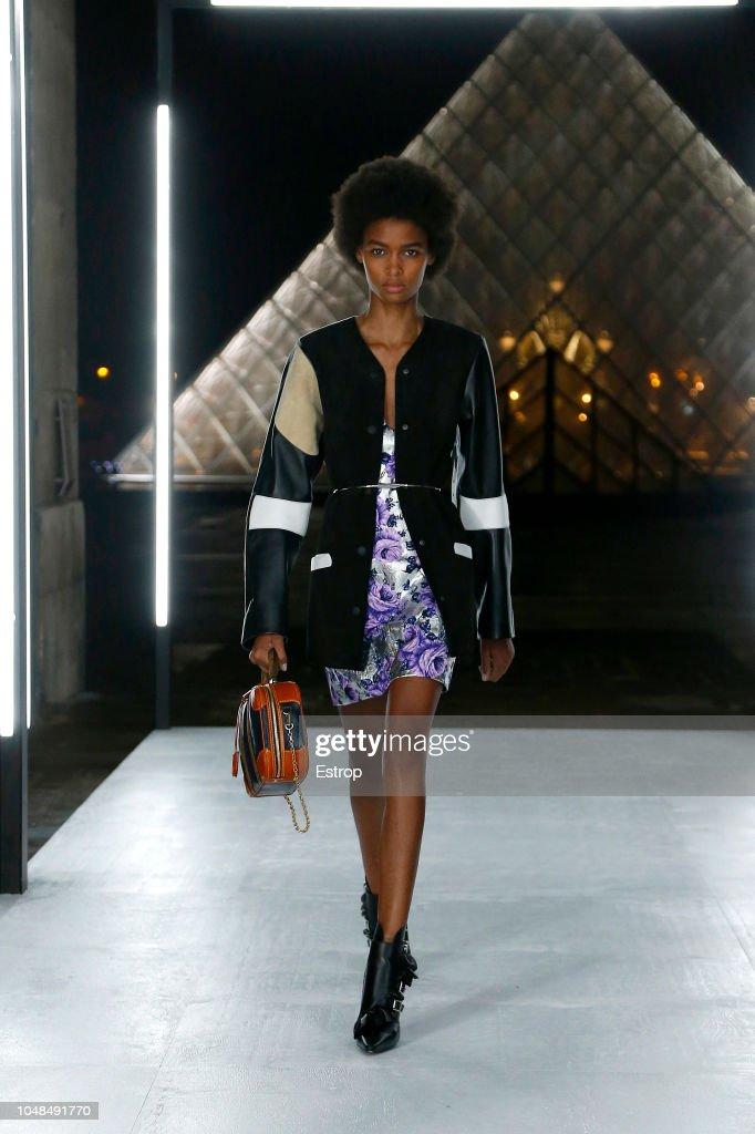 Louis Vuitton : Runway - Paris Fashion Week Womenswear Spring/Summer 2019 : ニュース写真