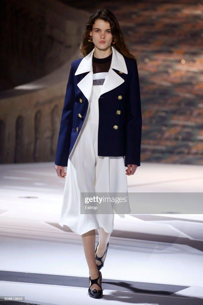 Louis Vuitton : Runway - Paris Fashion Week Womenswear Fall/Winter 2018/2019 : ニュース写真