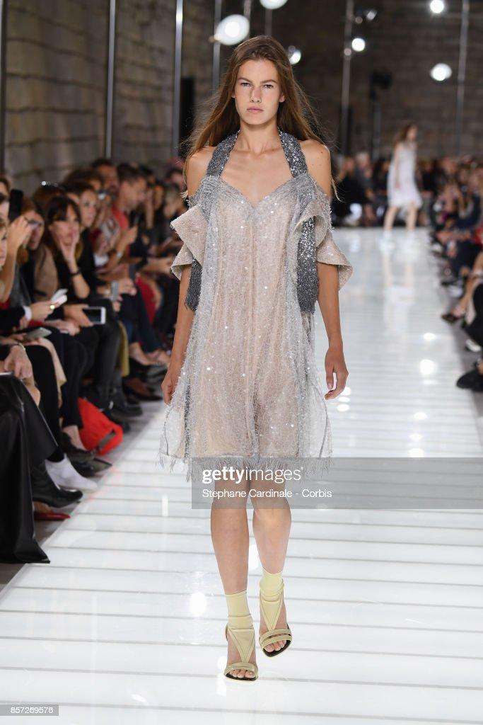 Louis Vuitton : Runway - Paris Fashion Week Womenswear Spring/Summer 2018 : Nieuwsfoto's