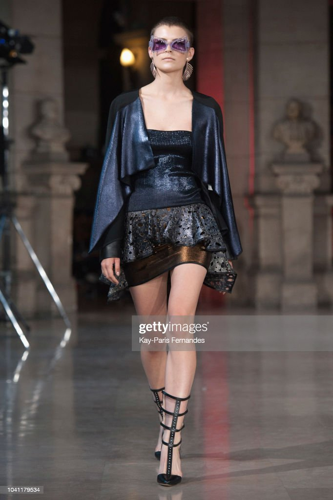model-walks-the-runway-during-the-luis-buchinho-show-as-part-of-the-picture-id1041179534