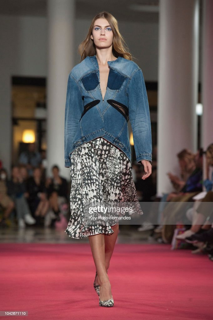 model-walks-the-runway-during-the-lutz-huelle-show-as-part-of-the-picture-id1042671110