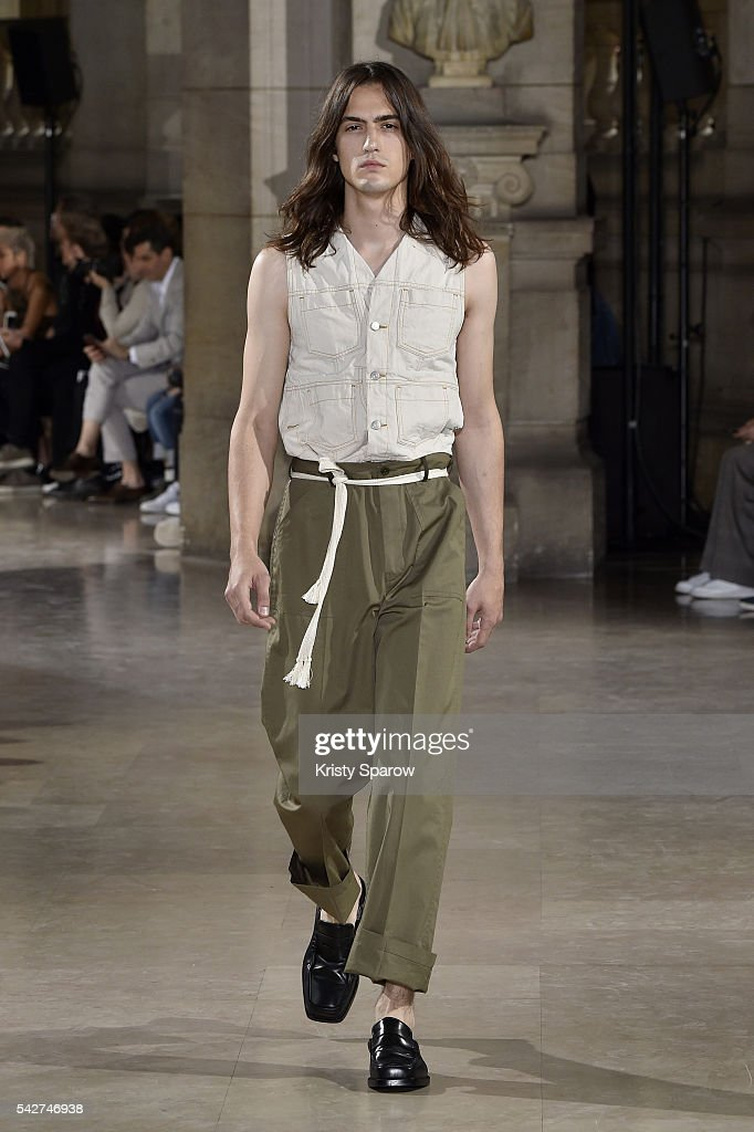 Maison Margiela : Runway - Paris Fashion Week - Menswear Spring/Summer 2017 : News Photo