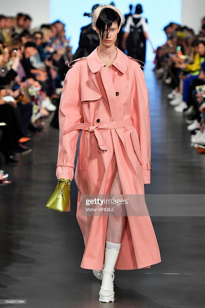 Maison Margiela : Runway - Paris Fashion Week Womenswear Spring/Summer 2019 : News Photo