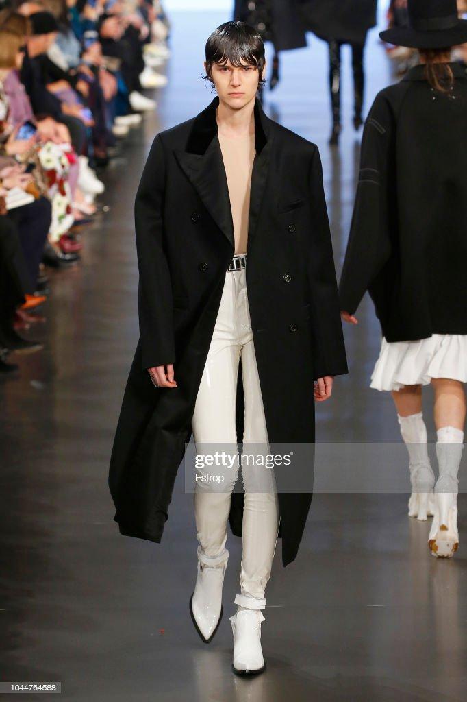 Maison Margiela : Runway - Paris Fashion Week Womenswear Spring/Summer 2019 : ニュース写真
