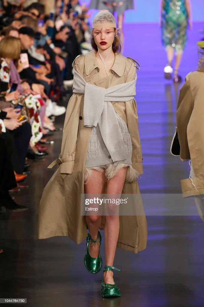 Maison Margiela : Runway - Paris Fashion Week Womenswear Spring/Summer 2019 : Nachrichtenfoto