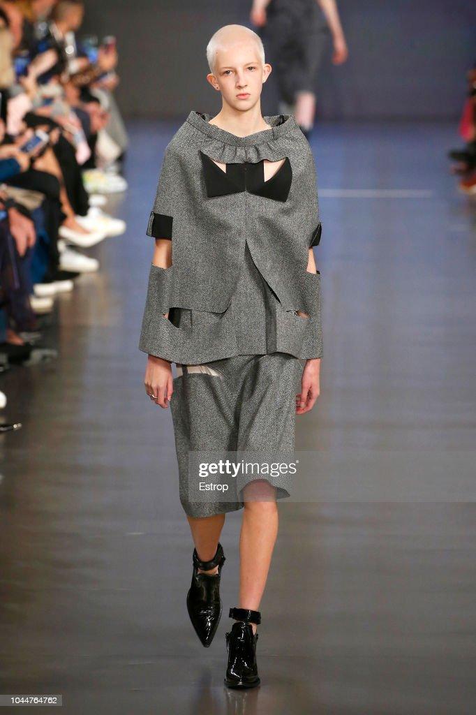 Maison Margiela : Runway - Paris Fashion Week Womenswear Spring/Summer 2019 : Photo d'actualité