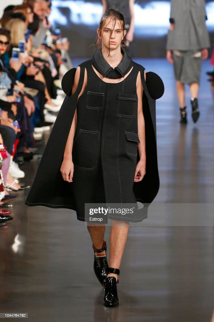 Maison Margiela : Runway - Paris Fashion Week Womenswear Spring/Summer 2019 : Fotografia de notícias