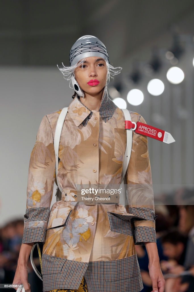 Maison Margiela : Runway - Paris Fashion Week Womenswear Spring/Summer 2018 : News Photo