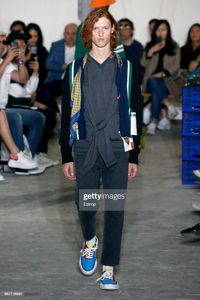 Maison Mihara Yasuhiro: Runway - Paris Fashion Week - Menswear Spring/Summer 2019 : News Photo
