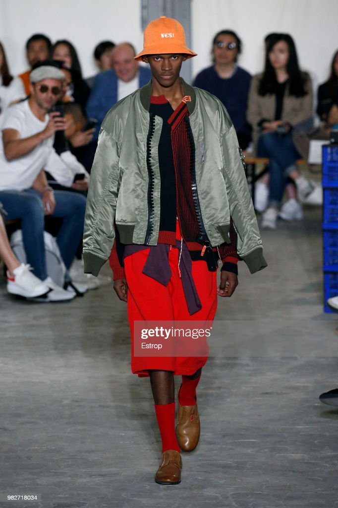 Maison Mihara Yasuhiro: Runway - Paris Fashion Week - Menswear Spring/Summer 2019 : ニュース写真