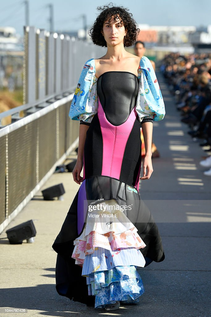 Marine Serre : Runway - Paris Fashion Week Womenswear Spring/Summer 2019 : ニュース写真