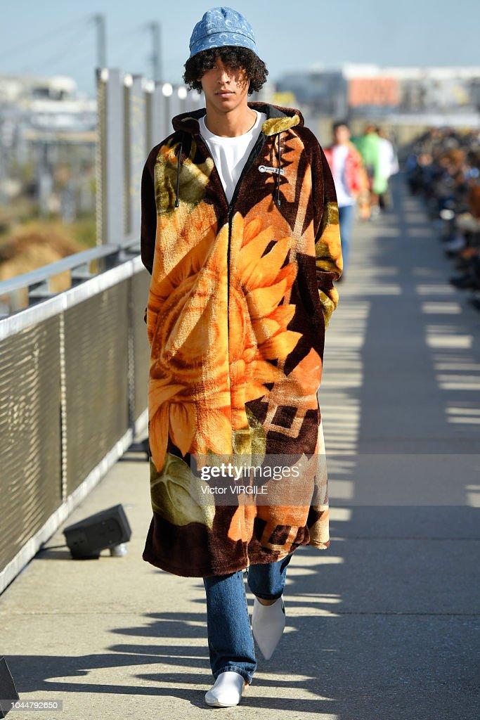 Marine Serre : Runway - Paris Fashion Week Womenswear Spring/Summer 2019 : ニュース写真